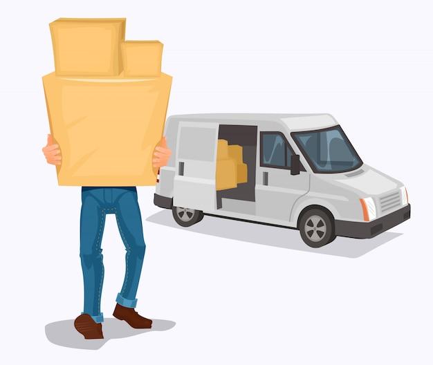 De mens draagt een kartonnen doos