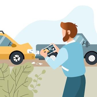 De mens heeft een auto-ongeluk gehad. motorverzekering. guy fotograferen op zijn mobiele telefoon. vlakke afbeelding.
