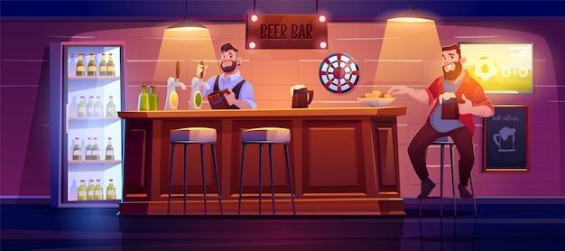 De mens in bierbar zit op hoge kruk bij houten bureau