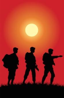 De militairen stellen silhouetten bij zonsondergangscène voor