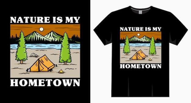 De natuur is de typografie van mijn geboortestad met kampeertent en bergen-t-shirt