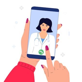 De patiënt maakt online een videogesprek met de dokter. handen met smartphone. telegeneeskunde concept.