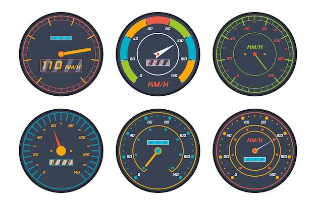 De pictogrammen van de motorsnelheidsmeter in vlak ontwerp worden geplaatst dat. reeks pictogrammen van de het niveauindicator van de autosnelheidsmeter op witte achtergrond wordt geïsoleerd die.