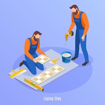 De reparatie isometrische achtergrond van het huis met twee mannen in het eenvormige voorbereidingen treffen voor het leggen van tegelsillustratie