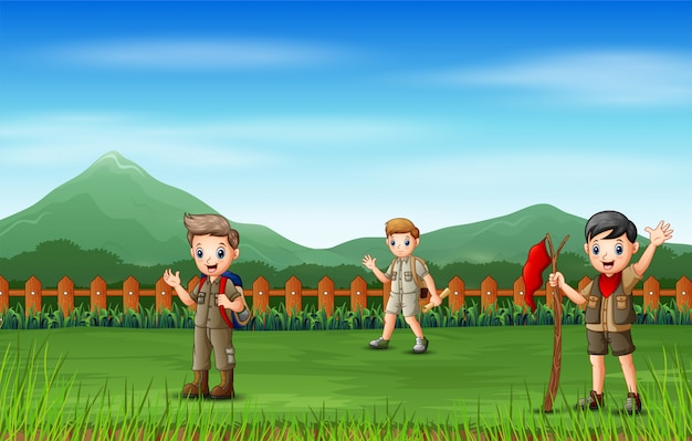 De scoutjongens in de natuur