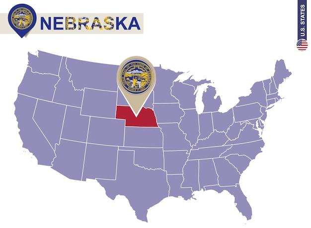 De staat nebraska op de kaart van de v.s. vlag en kaart van nebraska. amerikaanse staten.