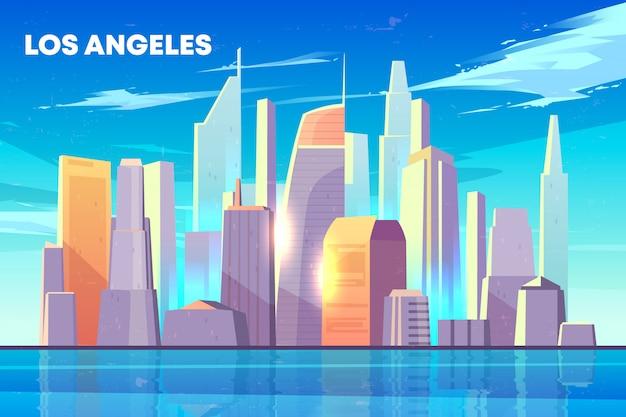 De stadshorizon van los angeles met door de gebouwen van zonwolkenkrabbers op kust wordt verlicht die