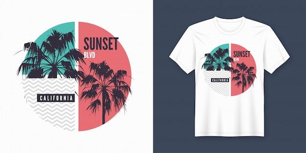 De t-shirt en de kleding van zonsondergangblvd californië trendy met palmensilhouetten