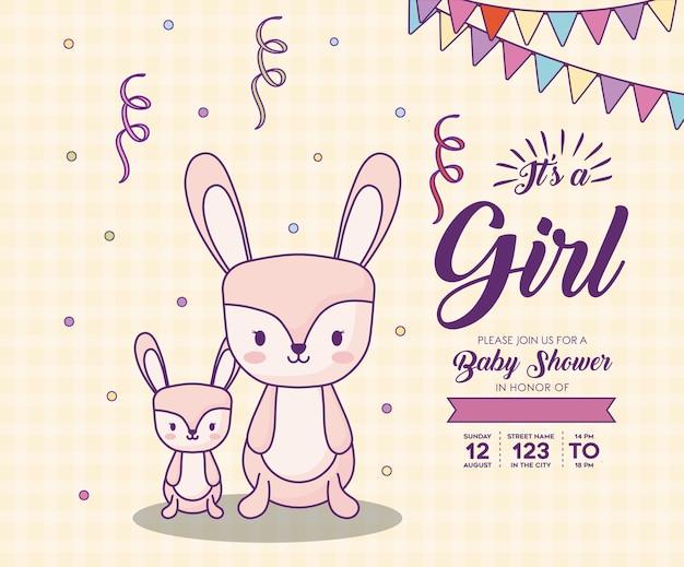 De uitnodiging van de babydouche met zijn een meisjesconcept met leuke konijnen over oranje achtergrond, kleurrijk de