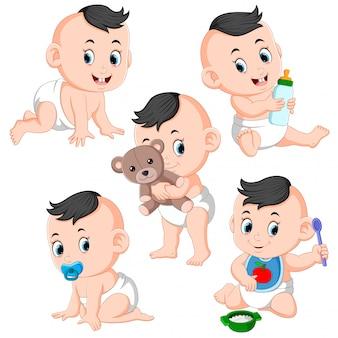 De verzameling van het babymeisje die de activiteiten doet