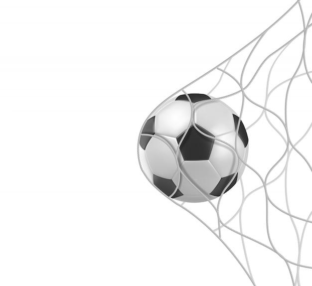 De voetbalbal van het voetbal in netto doel dat op wit wordt geïsoleerd