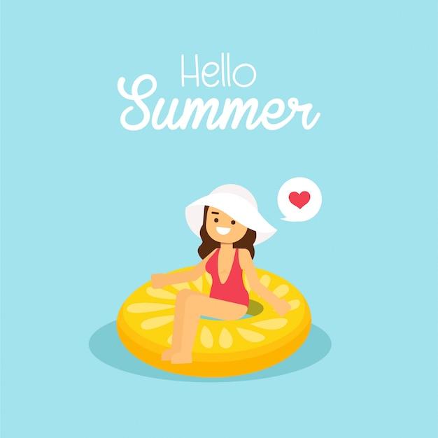 De vrouw gaat in de zomervakantie reizen, meisje die zwempak dragen die op de opblaasbare citroen zwemmen