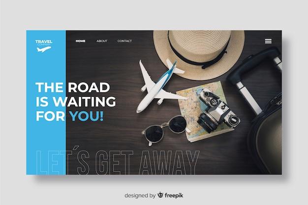 De weg wacht reislandingspagina met foto