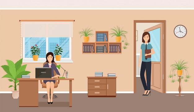 De werknemer van het twee vrouwenbureau op werkende plaats bij de lijst met laptop.