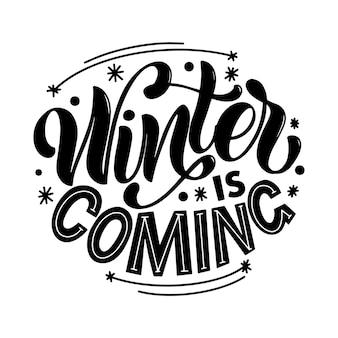 De winter komt eraan. handgeschreven winterbelettering. winter en nieuwjaarskaart ontwerpelementen. typografische vormgeving. vector illustratie.