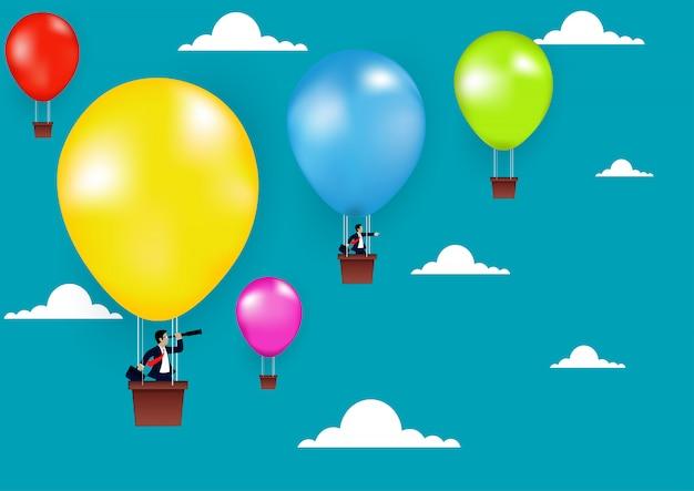 De zakenman die zich op ballon kleurrijk aan op hemel bevinden gaat naar bedrijfssuccesdoel, creatief idee