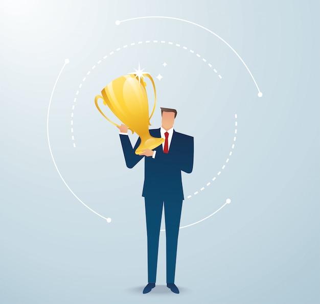De zakenman houdt de gouden trofee succesvolle winnaar