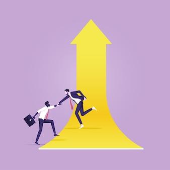 De zakenman leent een helpende collega om pijl te beklimmen en samen te groeien