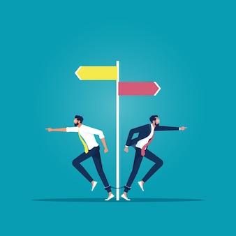 De zakenman moet een beslissing nemen welke kant hij op wil voor zijn succes, een ander of uniek concept