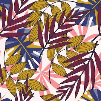 De zomer abstract naadloos patroon met kleurrijke tropische bladeren en planten op wit