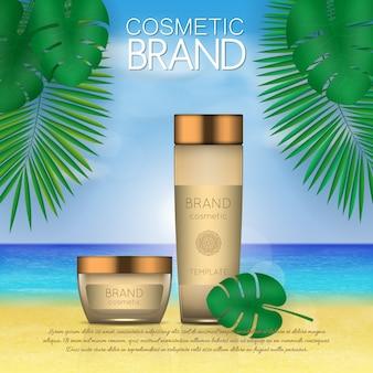De zomer kosmetisch malplaatje op strandachtergrond met palmbladen.