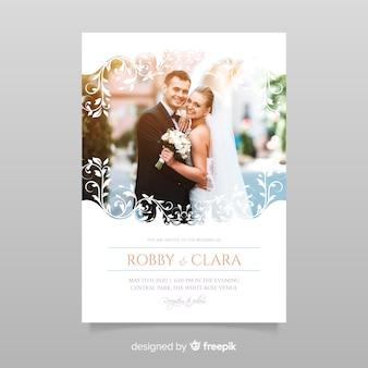 Decoratieve bruiloft uitnodiging sjabloon met foto