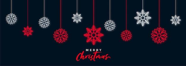 Decoratieve donkere het festivalbanner van kerstmissneeuwvlokken