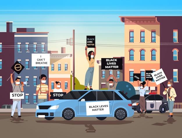 Demonstranten verdringen zich met zwarte levens materie spandoeken voeren campagne tegen rassendiscriminatie in politie-ondersteuning voor gelijke rechten van zwarte mensen stadsgezicht