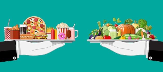 Dienblad met fastfood en biologische producten.
