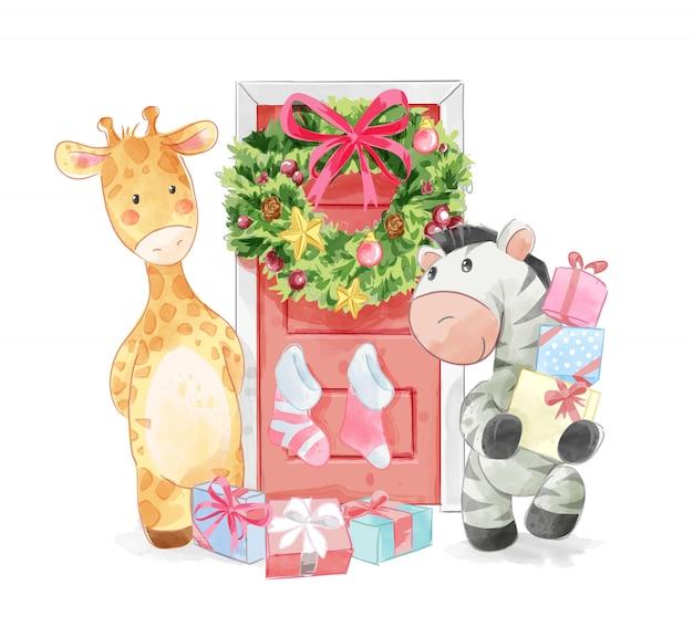 Dierenvrienden met versierde kerstdeur