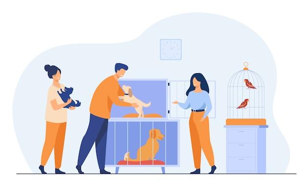 Dierenwinkel of dierenasiel. man neemt puppy uit kooi, koopt of adopteert hond. vrijwilligers helpen bij het kiezen van dakloze dieren voor adoptie