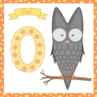Dierlijk alfabet. o is voor owl. illustratie van een gelukkige uil.