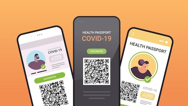Digitale immuniteitspaspoorten met qr-code op smartphoneschermen risicovrij covid-19 pandemie vaccineren certificaat coronavirus immuniteitsconcept horizontale vectorillustratie