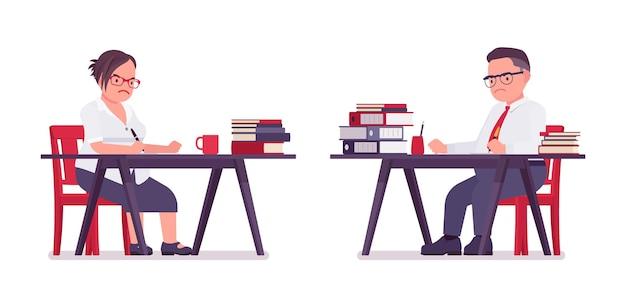 Dikke man, vrouwelijke klerk die met boeken werkt, aan een bureau zit