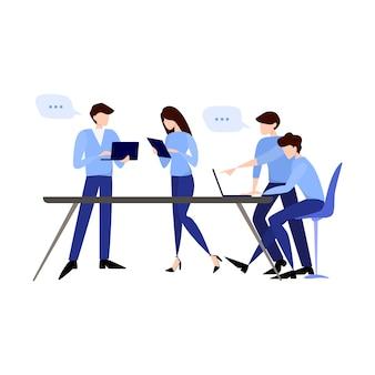 Discussie en brainstormen in teamconcept. groep bedrijfsmensen op het werk, bureauvergadering. professionele communicatie.