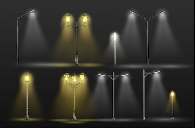 Diverse stadsstraatlantaarns die in duisternis geel warm en koud wit licht gloeien