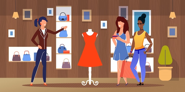 Diverse vrouwelijke vrienden winkelen bij kledingwinkel