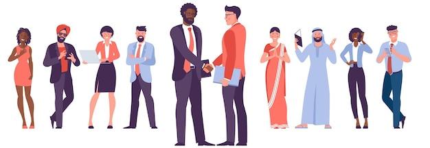 Diverse zakenmensen schudden elkaar de hand nadat ze de deal hebben afgerond