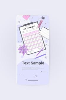Dna-testrapportonderzoeker die experiment maakt in laboratorium dna-testen voor genetische diagnoseconcept