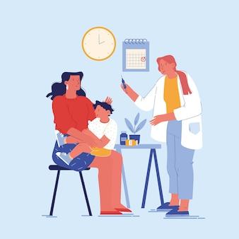 Dokter gaf de baby een injectie op de armen van de moeder