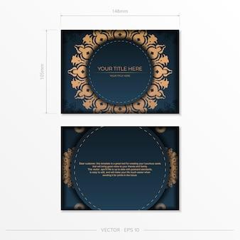 Donkerblauwe ansichtkaartsjabloon met indiase mandala-ornament. vector