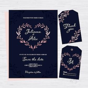 Donkerblauwe huwelijksuitnodiging met bloemenhart