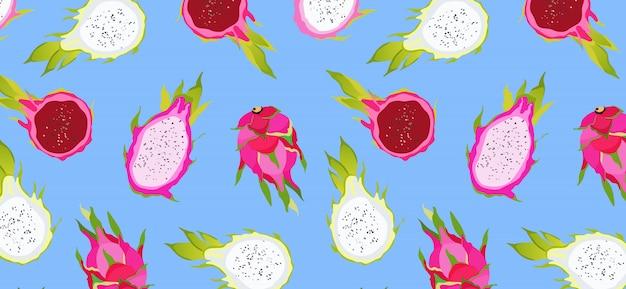 Dragon fruit patroon op blauw. exotische vruchten op een levendige blauwe achtergrond. hawaiiaans eten. gezond eten. trendy geïllustreerd patroon van zomerfruit. mooi voor wallpapers, web, app.