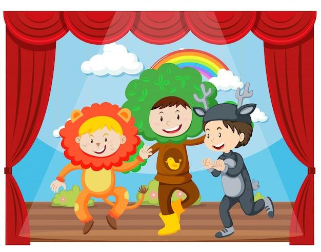 Drie kinderen die op het podium optreden