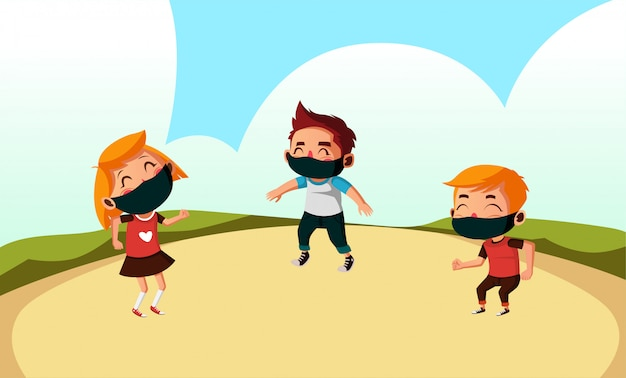 Drie kinderen dragen masker spelen op het park tijdens nieuwe normaal