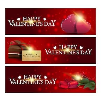 Drie rode groet banners voor valentijnsdag met bloemen, harten en chocolade snoep