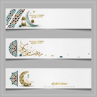 Drie sets ramadan kareem groet islamitische patroon achtergrond vector ontwerp met arabische kalligrafie