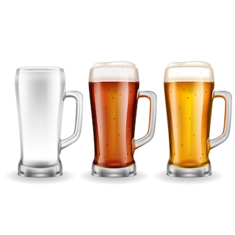 Drie transparante glazen biermokken