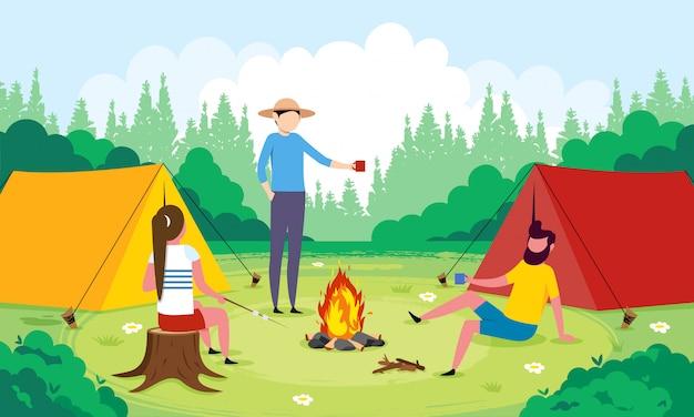 Drie vrienden roosteren marshmallows en drinken thee naast hun tenten.