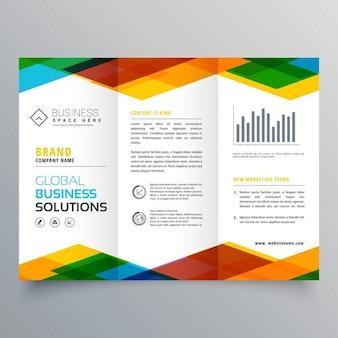 Driebladige brochure design gemaakt met kleurrijke geometrische vormen